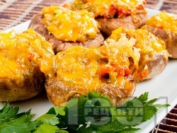 Пълнени гъби печурки с печени чушки, сирене Бри и кашкавал, запечени на фурна - снимка на рецептата